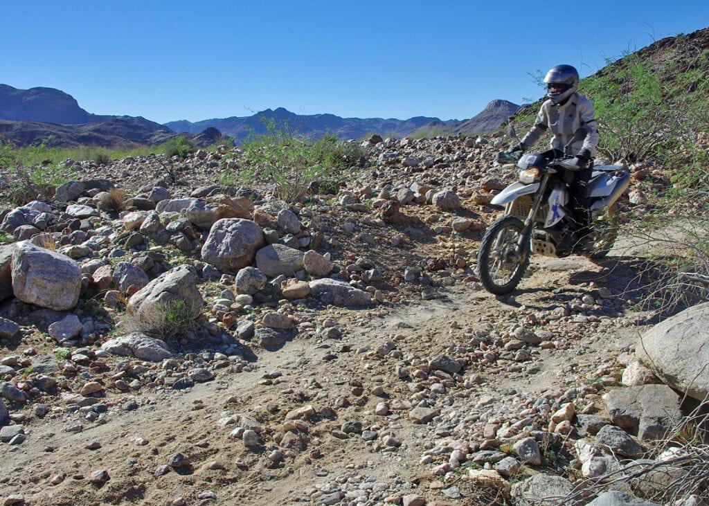 Met de Trans Desert Motor Challenge door Namibie en Zuid-Afrika rij je ook door de Namib woestijn