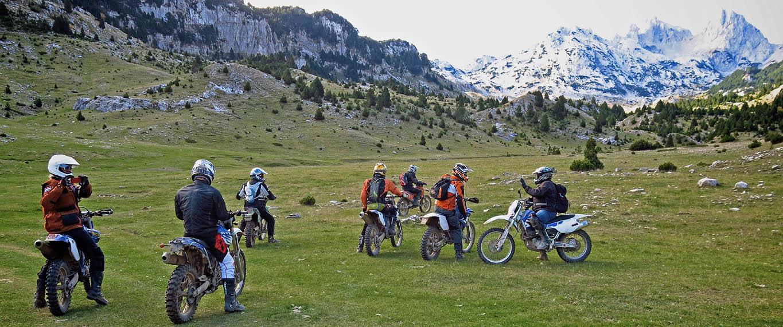 Motorreis offroad Bosnie, 8 dagen motorrijden door de bergen van Bosnie. Travel 2 Explore Motorreizen.