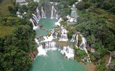 Prachtige watervallen tijdens de motorreis Noord-Vietnam van Travel 2 Explore Motorreizen Noord-Vietnam Travel 2 Explore