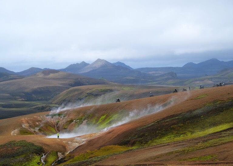 Fumarolen veld in het binnenland van IJsland op de motorroute van de Trans Iceland Motor Challenge
