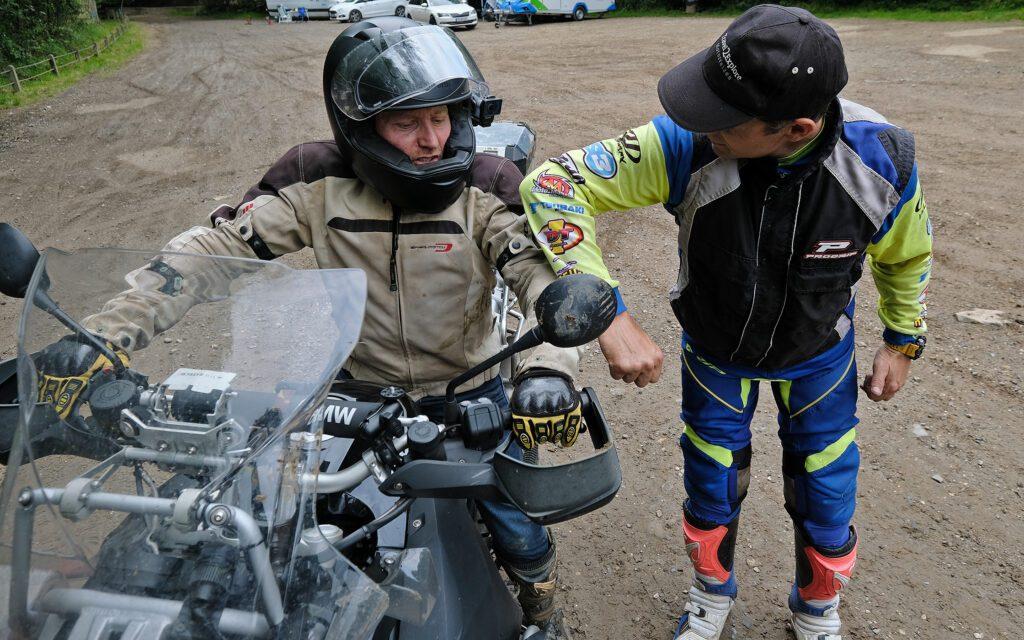 Basis allroad motortraing van Travel 2 Explore met Alex van den Broek