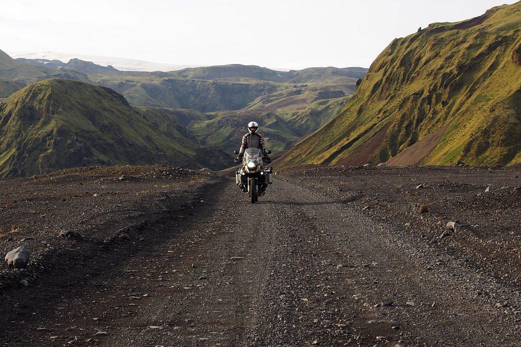 Motorreis-IJsland-Travel2Explore toetje na een lange dag rijden