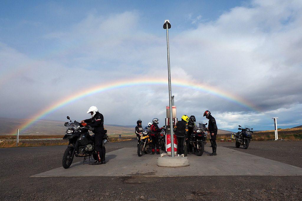 Motorreis-IJsland-Travel2Explore soms is er een benzinepomp onderweg