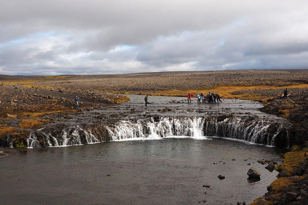 Motorreis-IJsland-Travel2Explore rivierdoorwading