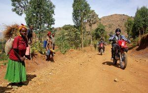 Motorreizen Afrika, Ethiopie. op de offroad motor door het binneland van dit Afrikaanse land.