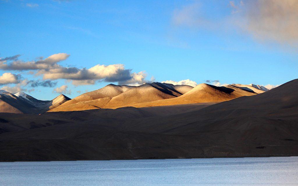 Zanaskar motorreis Pangongtso grensoverschrijdend meer tussen Tibet en India