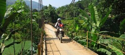 Motorrijden en 1001 en bochten draaien in de bergen van exotisch Vietnam