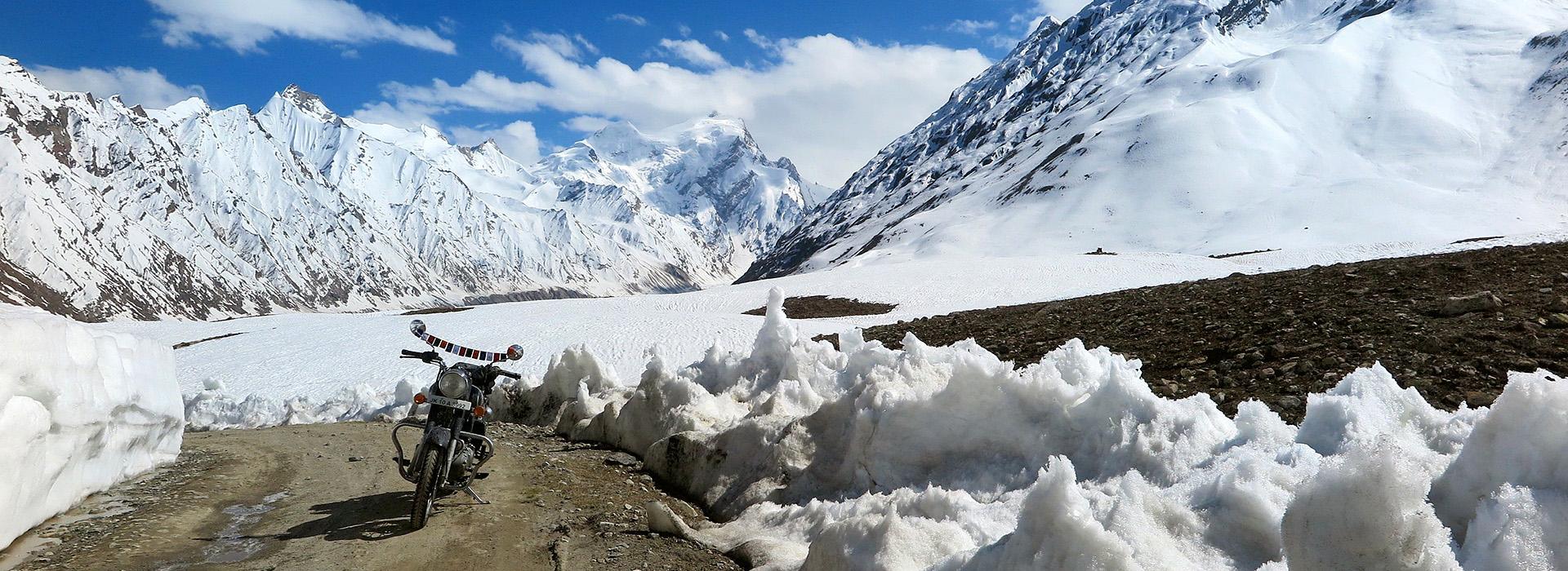 Motorreis waarbij de Himalaya twee keer wordt doorgestoken. Een reis van Travel 2 Explore motorreizen