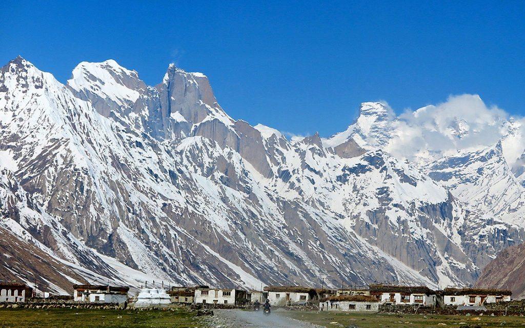 Padum in de Zanskar vallei tijdens de motorreis door de Himalaya SRP