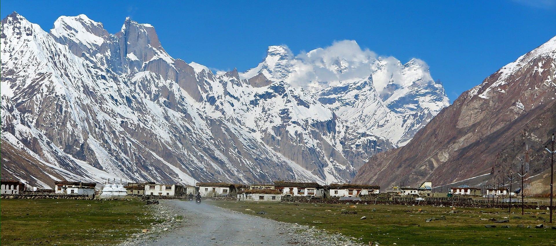 Download de Brochure van de Motorreis Himalaya Zanskar, de Zanskar Motor Challenge en ga met ons mee op pad naar Noord-India.
