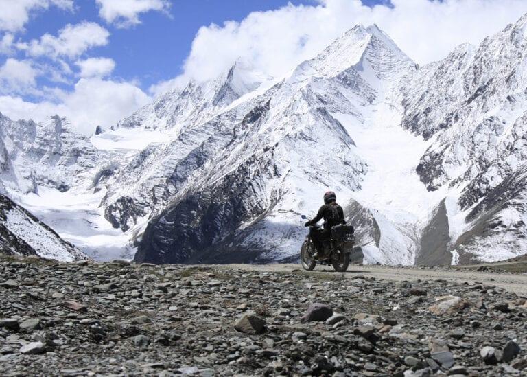 De droom van iedere motorrijder naar de hoogste bergpas in de Himalaya rijden, motorreis Himalaya