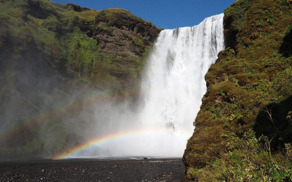 Skogafoss IJsland, avontuurlijke motorreis op de eigen allroad motor