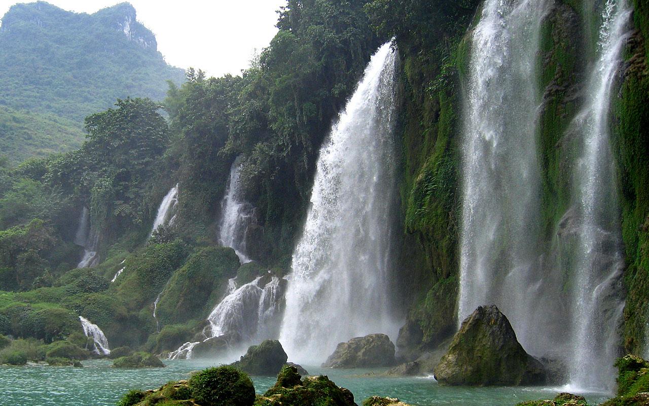 watervallen in Noord-Vietnam tijdens de motorreis met Travel 2 Explore