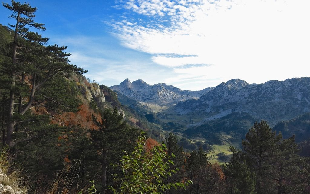 Soectacualiere uitzichten op de bergen tijdens de Offroad motorreis in Bosnie van Travel 2 Explore