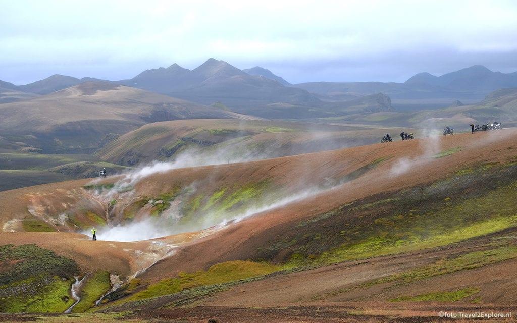 De motorreis IJsland van Travel 2 Explore is een anvontuurlijke motorreis langs actieve vulkanen, de geysir en landmannalauger je twee