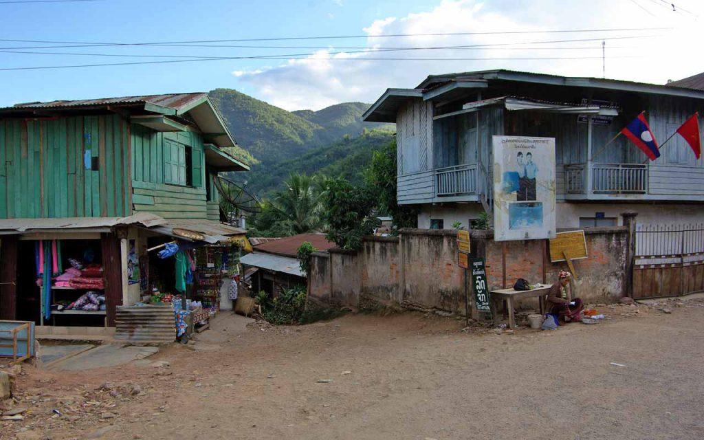 Indrukwekkende dorpjes tijdens onze rondreis per motor door Laos-Vietnam