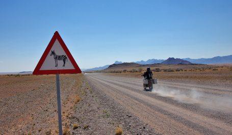 Video van de motorreis Trans Desert Motor Challenge. Op de eigen allraod motor door de oudste woestijn ter wereld.