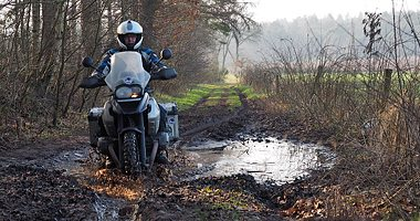 Rijvaardigheid trainingen en offroad motortraining van Travel 2 Explore motorreizen